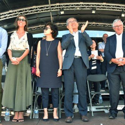 Burgemeester Marc Vanden Bussche, zijn echtgenote Griet Van Waes, zijn zoon Simon Vanden Bussche en de Koreaanse delegatie