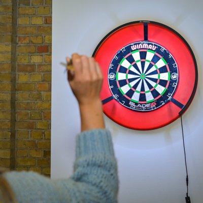 Darts in snookerzaal Ster Der Zee