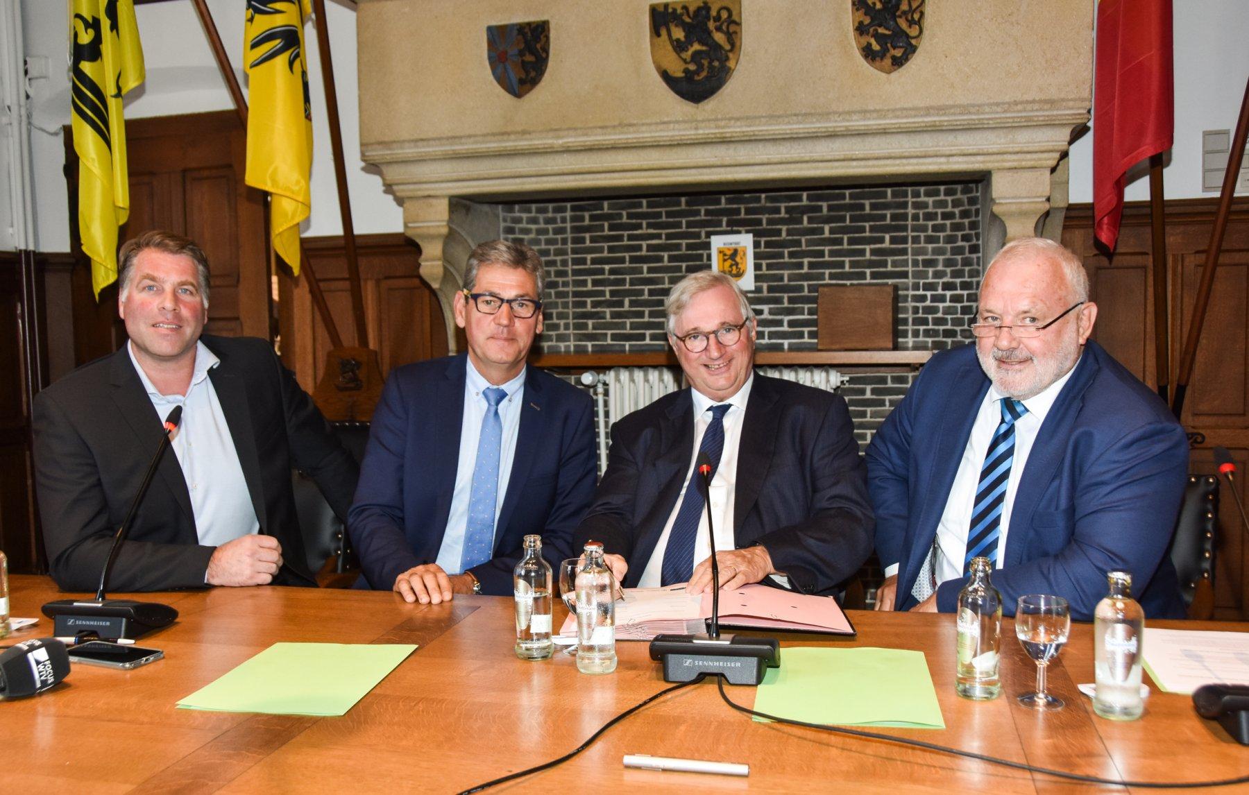 Burgemeesters Bram Degrieck, Geert Vanden Broucke, Marc Vanden Bussche en Jean-Marie Dedecker