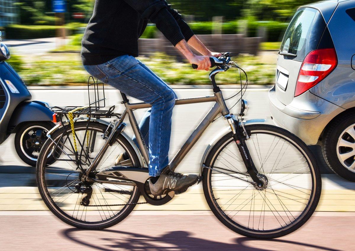 fietser in het verkeer, campagnebeeld Dag van de Mobiliteit 2019
