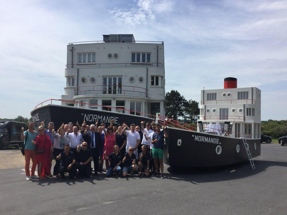 Gloednieuwe stoetwagen De Normandie voor de garnaalstoet
